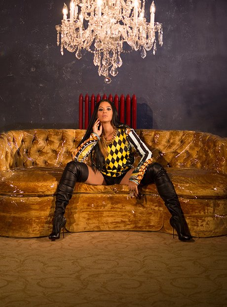 Beyonce wearing yellow and black houndstooth in Calendar 2014