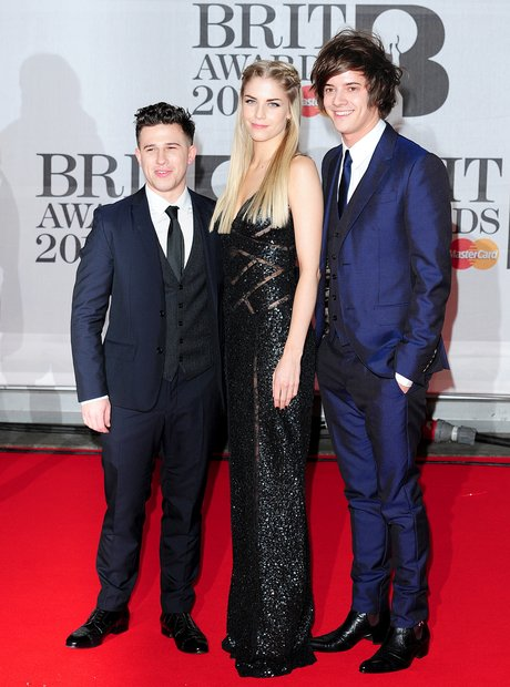 London Grammar BRIT Awards 2014 Red Carpet