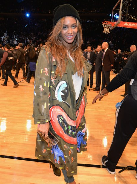 Beyonce watches the basketball