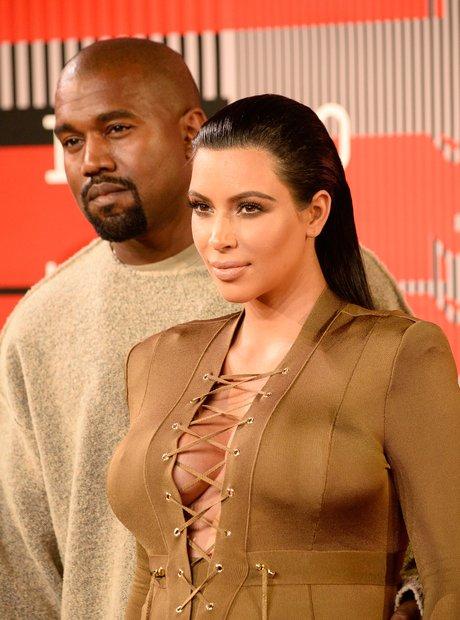Kim Kardashian & Kanye West - MTV VMAs 2015 red ca