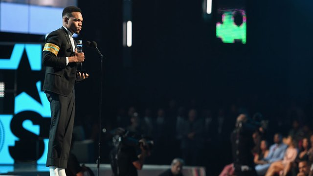 chance the rapper makes powerful speech at bet awards watch capital xtra. Black Bedroom Furniture Sets. Home Design Ideas